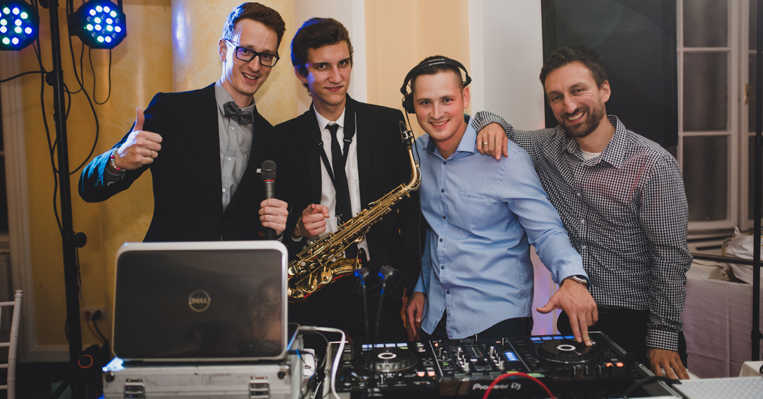 esküvői dj vagy esküvői zenekar
