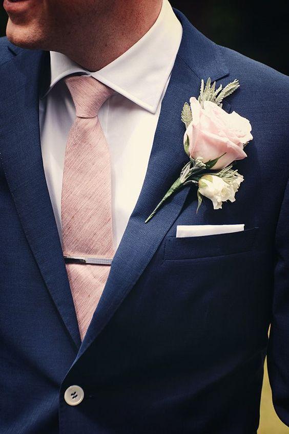 elegáns kék vőlegény öltöny